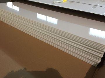 Çin Fildişi Beyaz PVC Tavan Panelleri Parlak Yağ Koruma Plastik Tavan Fayansları 603mm x 1210mm Distribütör